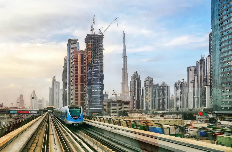 Travel from Dubai to Abu Dhabi by Train or Metro